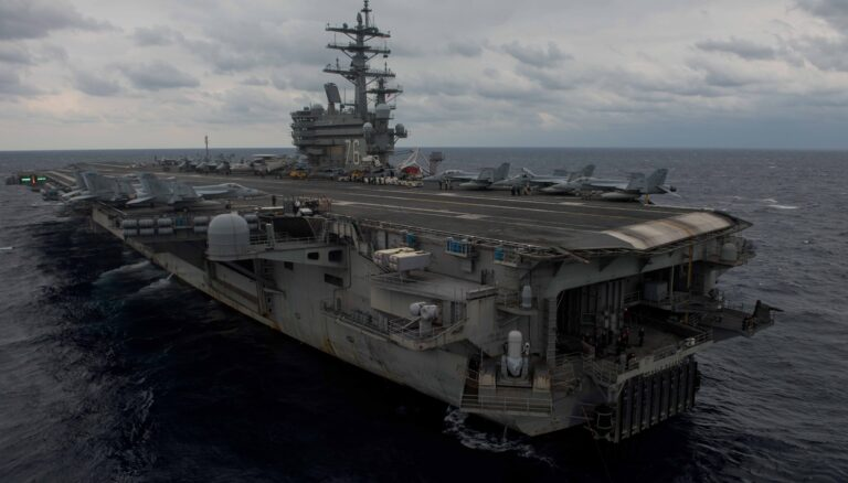 US Navy aircraft crashed into Pacific Ocean