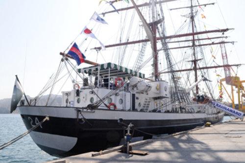 Pakistan Navy Flotilla visited Muscat Oman