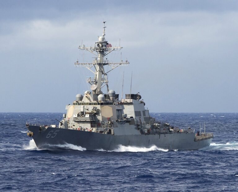 US Navy destroyers crossed into the Taiwan Strait