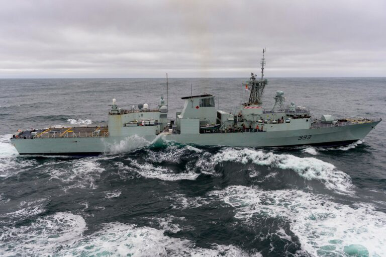 HMCS Toronto arrived in Belfast for repairs after power loss