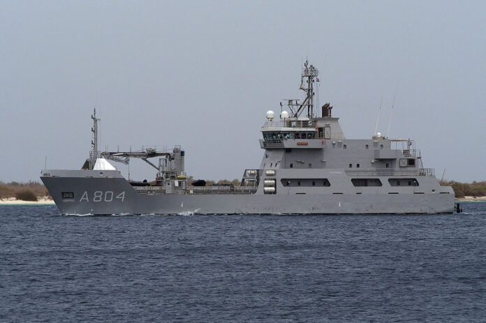 HNLMS Pelikaan underway