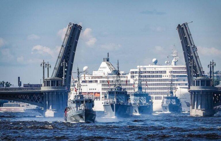 Vietnamese Ship Visits Vladivostok of Russia