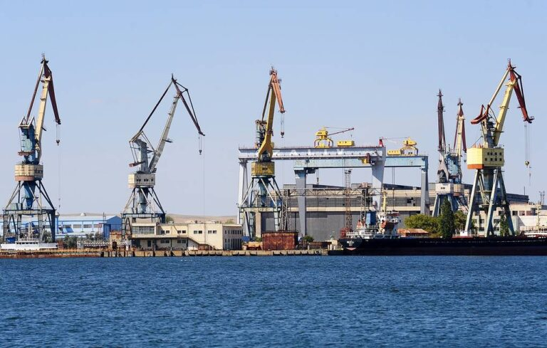 Zaliv Shipyard in Crimea to build Helo-Carrier for the Russian Navy