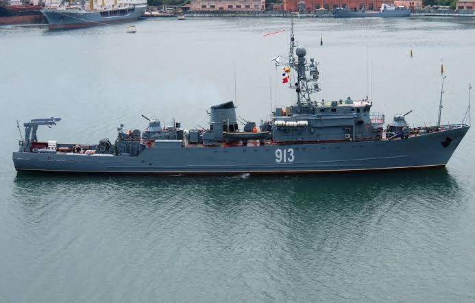 Russian Minesweepers conduct drills at the Black Sea