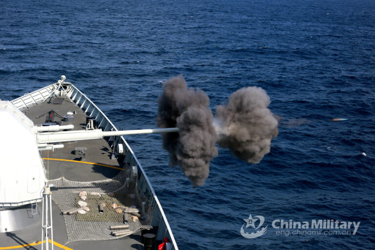 Chinese naval ships conduct combat training in Gulf of Aden