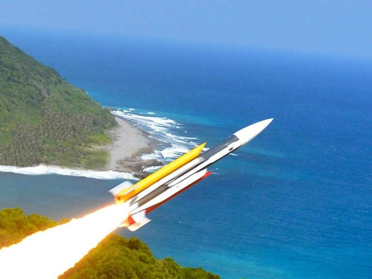 """Taiwan test-fires land-attack cruise missile """"Yun Feng"""""""
