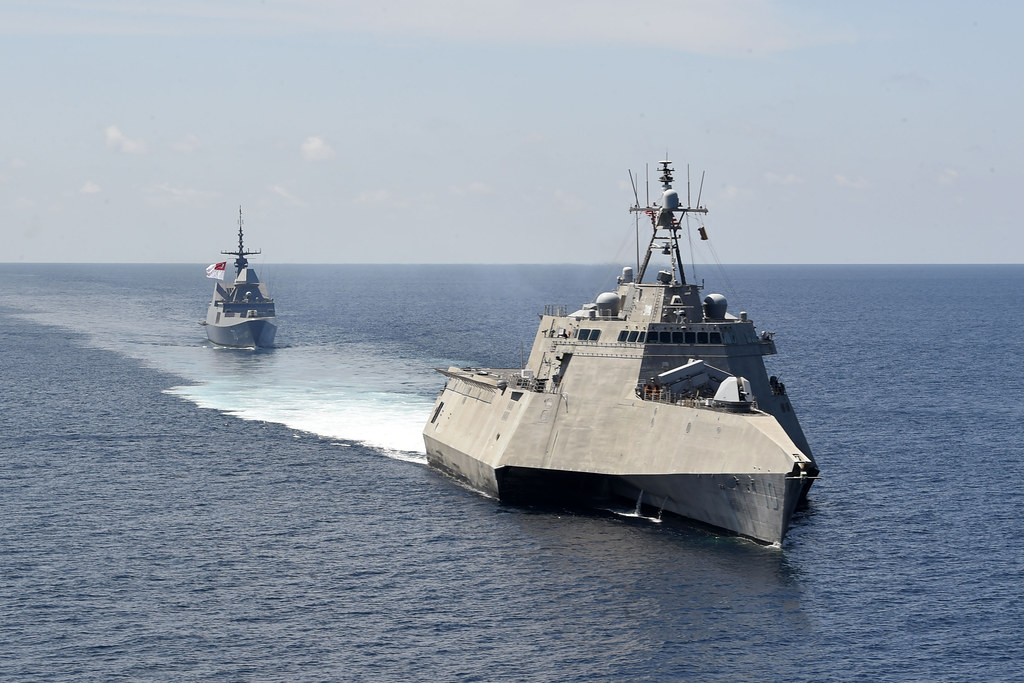 U.S., Singapore navies exercise together in South China Sea
