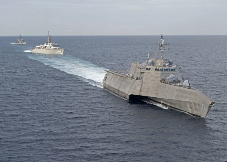 U.S., Japan Navies Exercise Together in South China Sea