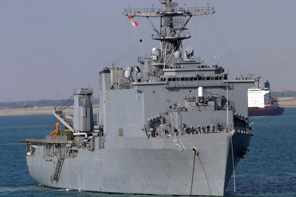 1620px uss oak hill lsd 51 - naval post- naval news and information