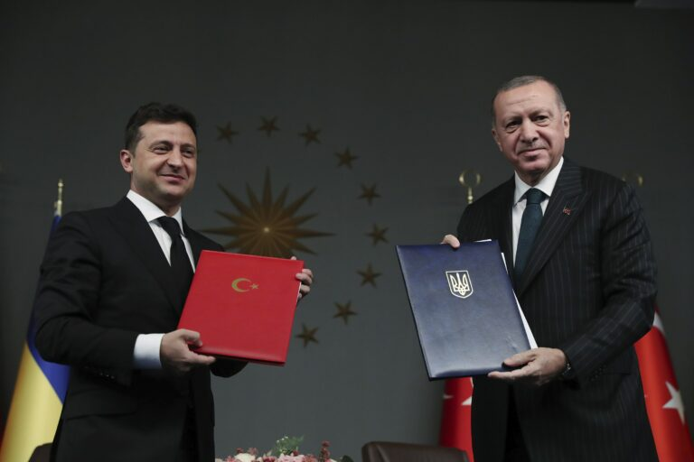 Turkey and Ukraine sign military cooperation deal