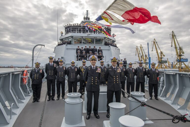Pakistan Navy commissions 2nd Yarmook-class corvette PNS TABUK in Romania