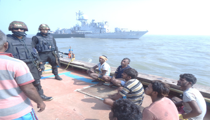 boarding operation being undertaken by indian navy - naval post- naval news and information