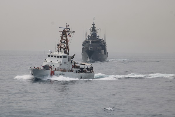HS Hydra and U.S. Naval Forces Conduct Passing Exercise in the Persian Gulf