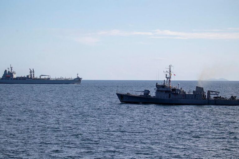 Australian Navy conducts passage exercise with Philippine Navy assets