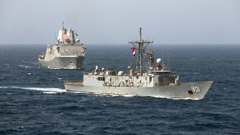Egyptian frigate Sharm El-Sheikh and USS Somerset conduct PASSEX