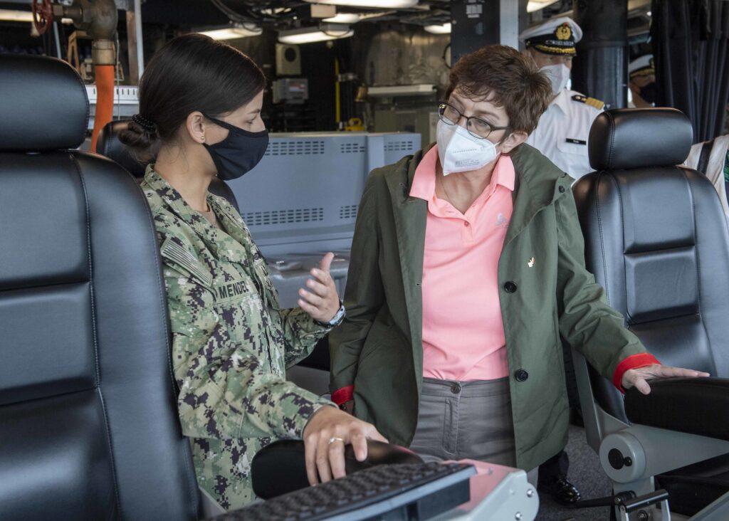 german defense minister visits uss charleston lcs 18 2 - naval post- naval news and information