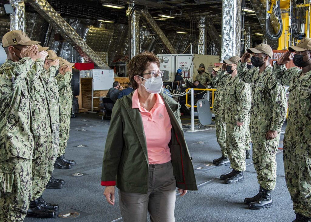 german defense minister visits uss charleston lcs 18 3 - naval post- naval news and information