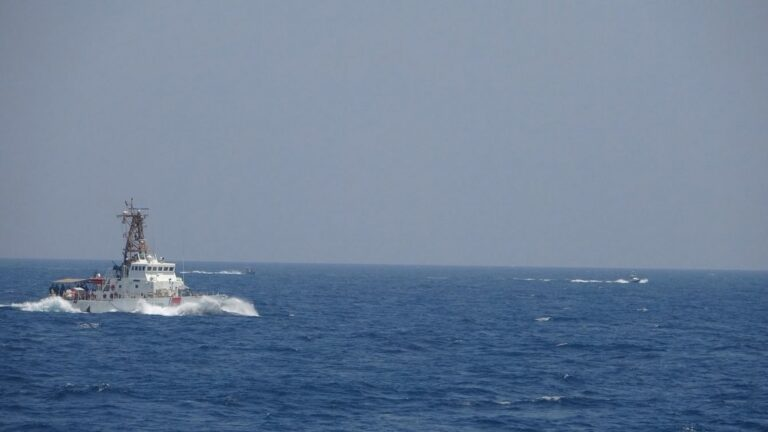 US fires warning shots at IRGCN boats in the Persian Gulf