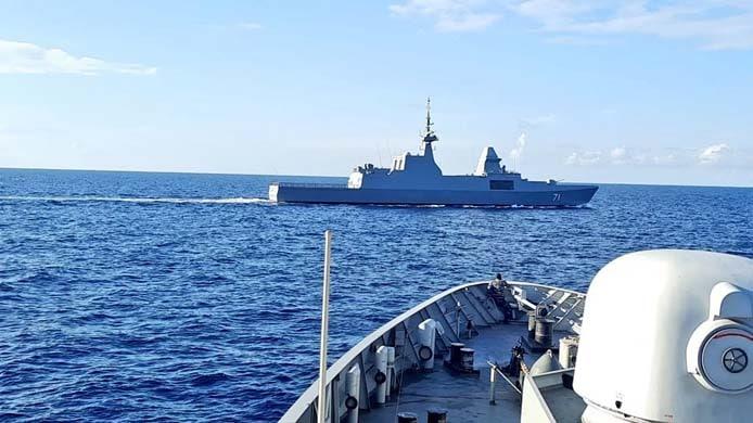 kri diponegoro-365  rss tenacious 71 during passex (image: indonesian navy)