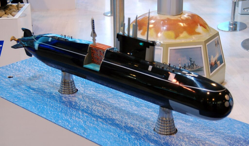 BrahMos missie on Lada class non nuclear submarine maqette - Naval Post