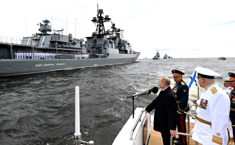 Russia shows muscles on its Navy Day