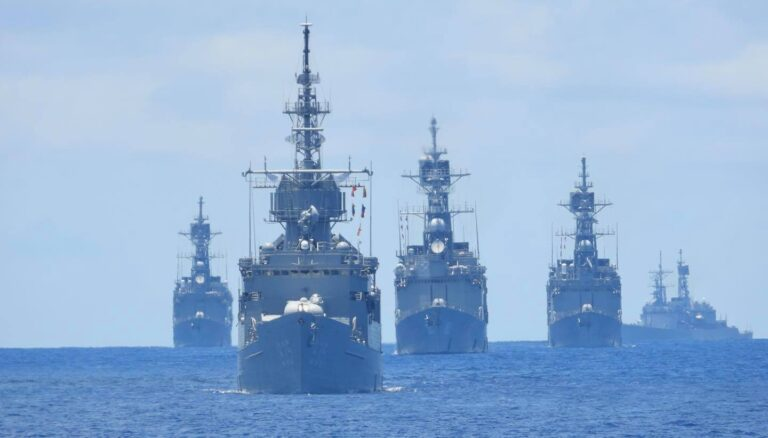 Taiwanese Navy's Kidd class destroyers take part in missile interception drills