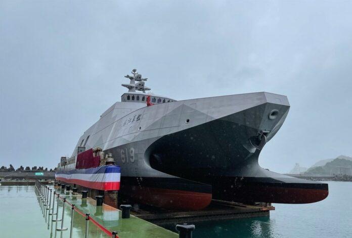 Несколько дней назад Тайвань спустил на воду новый ракетный корвет. Это уже 2-й корвет этого типа. До 2023-го их должно стать 5. Потом собираются строить еще 5.