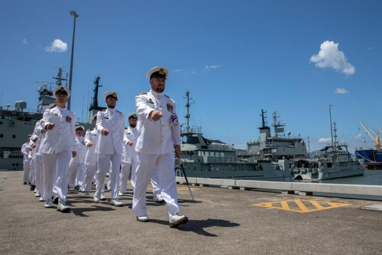The Australian Navy bids farewell to the two oldest ships of its fleet